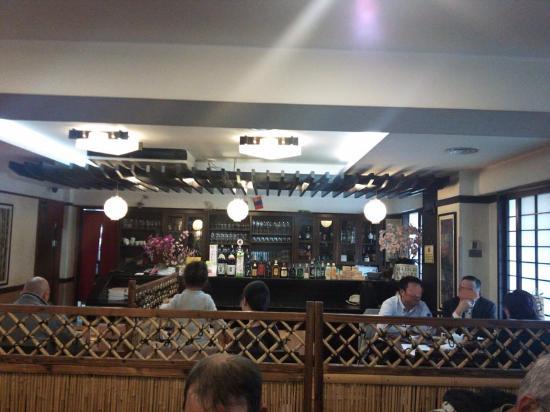 Sakura Restaurant: 店内の雰囲気、畳の個室もある