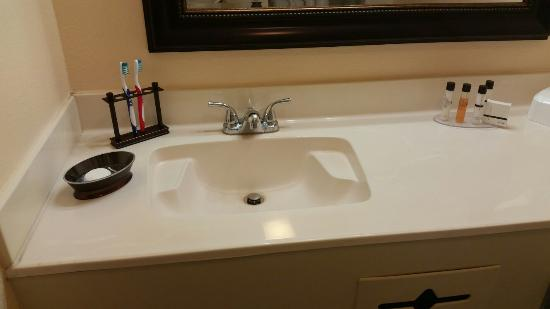 Nice Clean Bathroom Unit 1504 Kohler Toliet Seat To