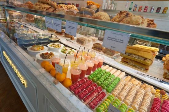 Maison Pradier Saint Michel  Vitrine Restaurant Saint Michel Maison Pradier