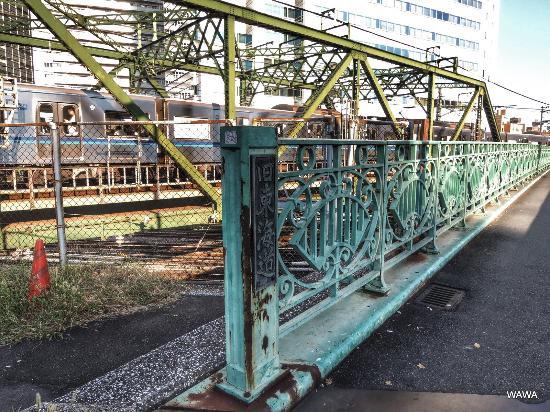 八ツ山橋は旧東海道品川宿の入口...