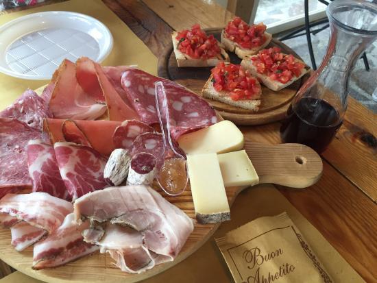 Ponteginori, Italien: Salumi e bruschette 🔝🔝🔝