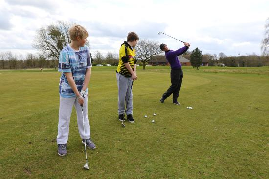 Bovingdon, UK: Junior golf lesson with PGA Professional, Lee Jordan
