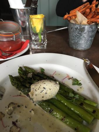 Odiham, UK: Asparagus and truffle creme fraiche