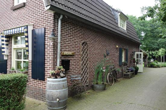 Afferden, The Netherlands: Oprit langs het huis