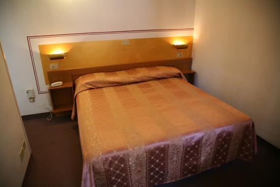 Hotel Giovanna : camera matrimoniale