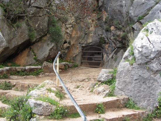 Cave entrance - Bild från Pileta Caves (Cueva de la Pileta), Benaojan - TripA...