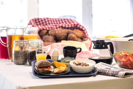 Slottsskogens Hostel: Our fully ecological breakfast