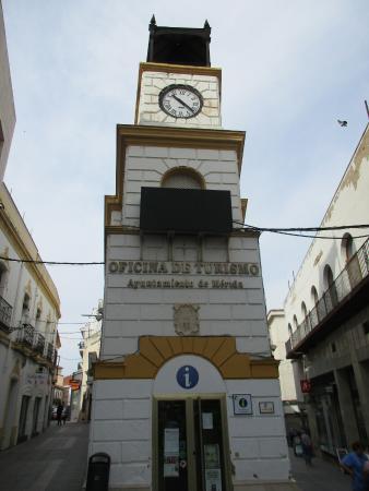 Oficina de turismo de la puerta de la villa m rida for Oficina de turismo donostia