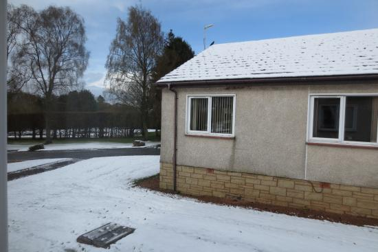Scone, UK: Overnight snow outside the buildings