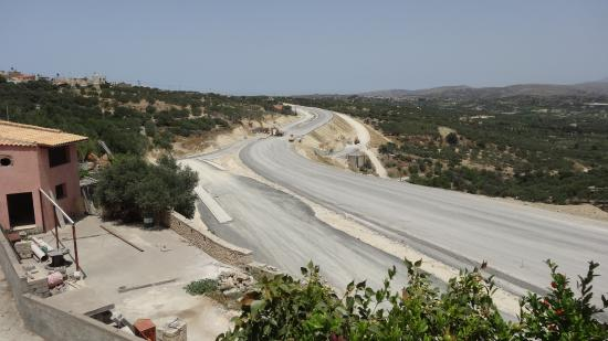 Katalagari, اليونان: Baustelle neben dem Hotel