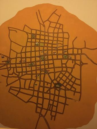 Hostel Candelaria : Large map on the wall of the city