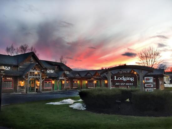 Finger Lakes Lodging: Sunset