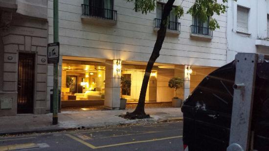 Loi Suites Arenales Hotel: Fachada do hotel.