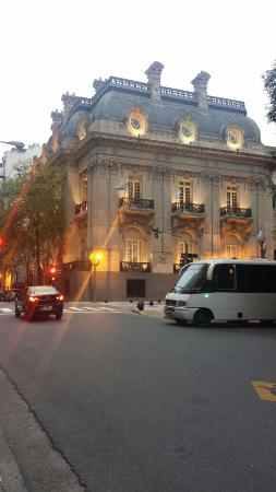 Loi Suites Arenales Hotel: Calle Arenales