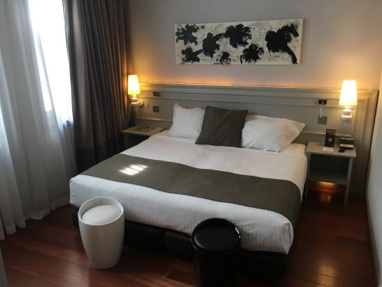 Hotel Preciados : King bed - Slept great!