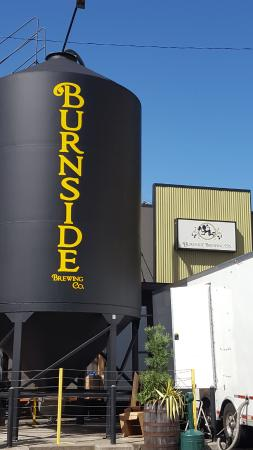 Burnside Brewing Company: Outside