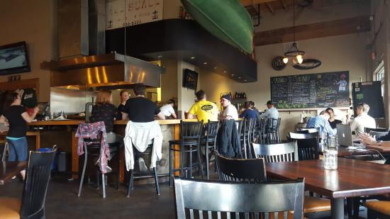 Burnside Brewing Company: Peaple, food and a look at the inside.