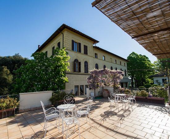Hotel buono ma ristorante carissimo al limite del furto - Recensioni su  Villa Scacciapensieri dcf6f94dd8c