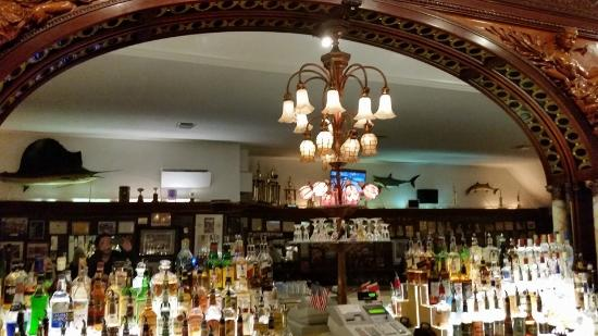 Port Huron, MI: Brass rail bar
