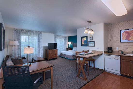 Residence Inn Columbia : Studio King Suite - one large room to fit all your needs