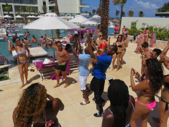 Afternoon Pool Dj Party Picture Of Breathless Riviera