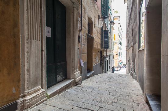 OStellin Genova - Hostel : LOCATION