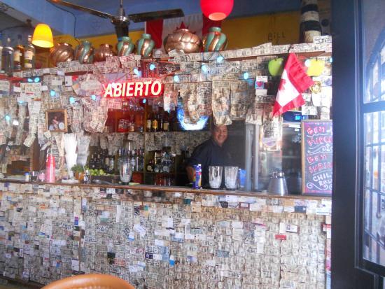 Τόδος Σάντος, Μεξικό: Todo Santos-México, una tradición dejar un billete de U$S 1, mientras tomas algo!