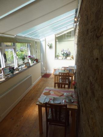 Grinton, UK: Breakfast Room overlooking the garden