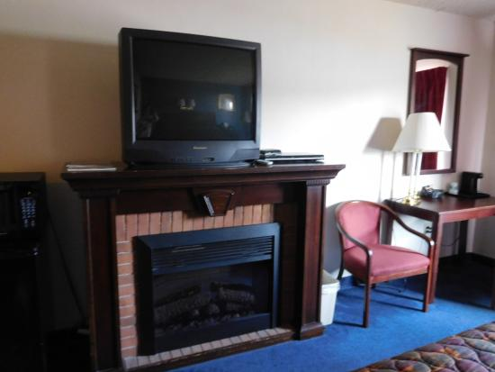 Fairbridge Inn Express: Fireplace!