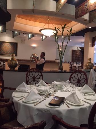 Sapphire Indian Cuisine: garçons tirando o buffet às 2:30pm