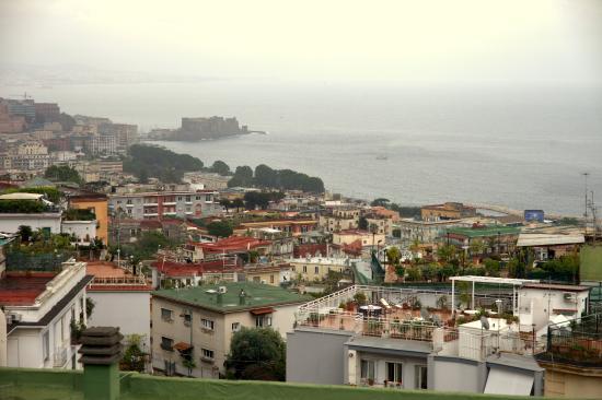 B&B La Bouganville: Рядом с гостиницей площадка,откуда открывается вид на Неаполь
