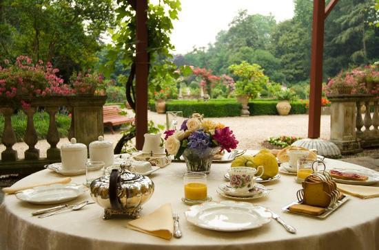 Vescovana, Италия: colazione romantica in giardino della villa