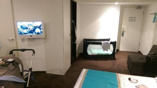 Zimmer 340 Mit Baby Bett Picture Of Motel One Berlin Bellevue