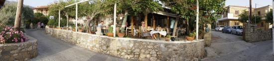 Tis Marias o Kafenes