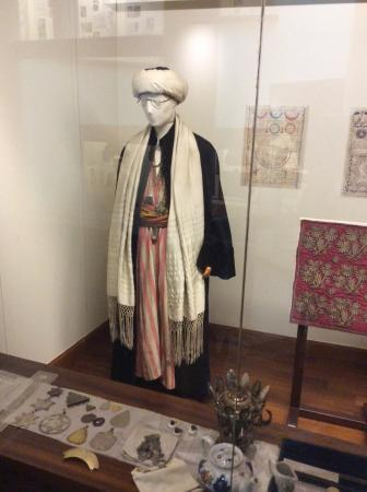 The Jewish Museum of Greece : Typical Greek outfit