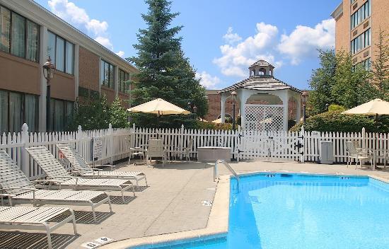 Ethan Allen Hotel: Courtyard Pool