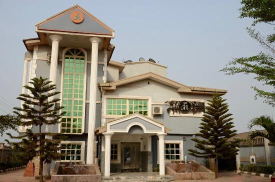 Ikorodu, Nigeria: Front of the hotel