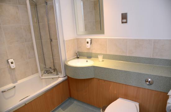 Swarkestone, UK: Bathroom with bath
