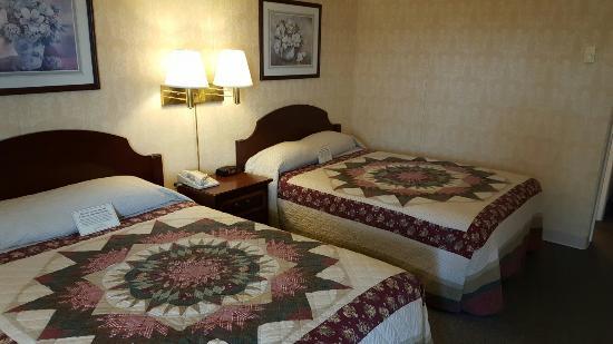 Amish Country Motel: 20160602_171530_large.jpg