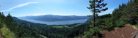 Cape Horn Trail: Nice panoramic view of the gorge