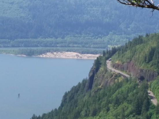 Washougal, WA: View down towards Cape Horn Viewpoint