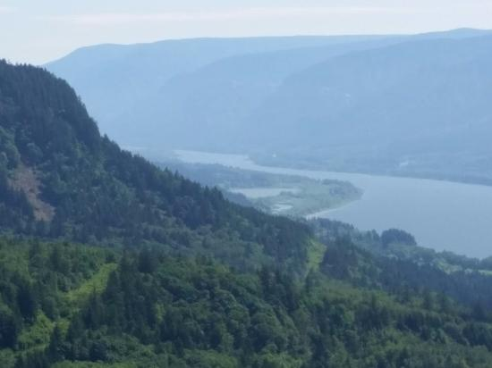Cape Horn Trail: View east up the gorge