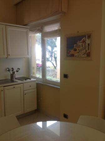 Tinello e cucina - Foto di Residence Atlantic, Alassio - TripAdvisor