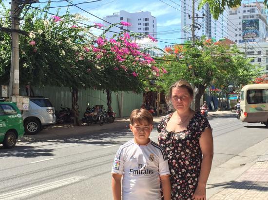 Indochine Hotel Nha Trang: Возле отеля