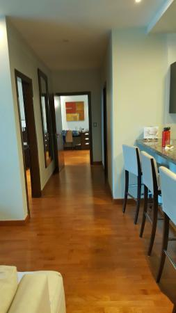 Marriott Executive Apartments Panama City, Finisterre: Hallway to two bedrooms and two bathrooms