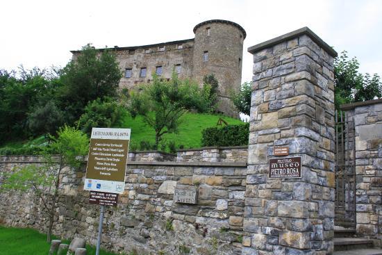 Castello Doria Malaspina: ingresso giardino