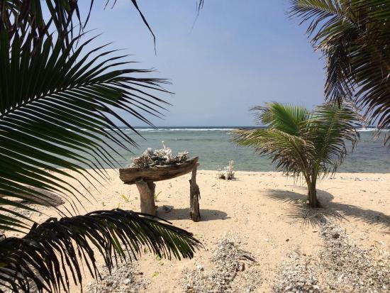 Lakatoro, Vanuatu: Beach at the Bungalows