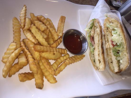 Maracas Restaurant: Warm Chicken Sandwich