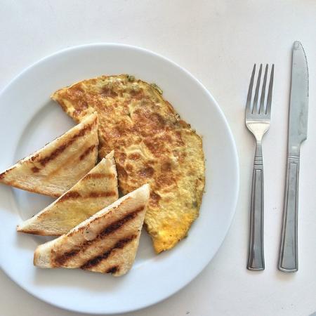 Heavenly Desserts by Dorothy: Breakfast omelet