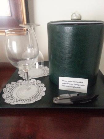 West Chesterfield, NH: Wine glasses and corkscrew/bottle opener provided in room